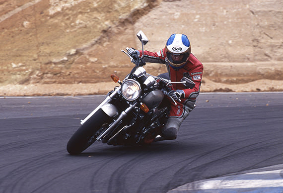 Ken Nemoto test-riding the XJR1200 (1994)