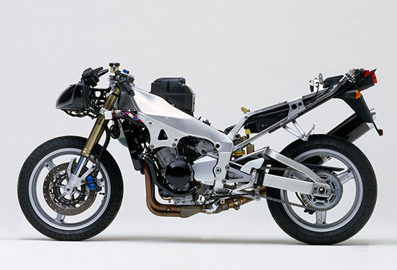 The YZF-R1's aluminum Deltabox frame and chassis (1998 year model)