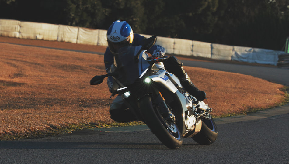 "Vol  10 From ""Supersport"" to ""Pure Sport:"" The New YZF-R1 Is in"