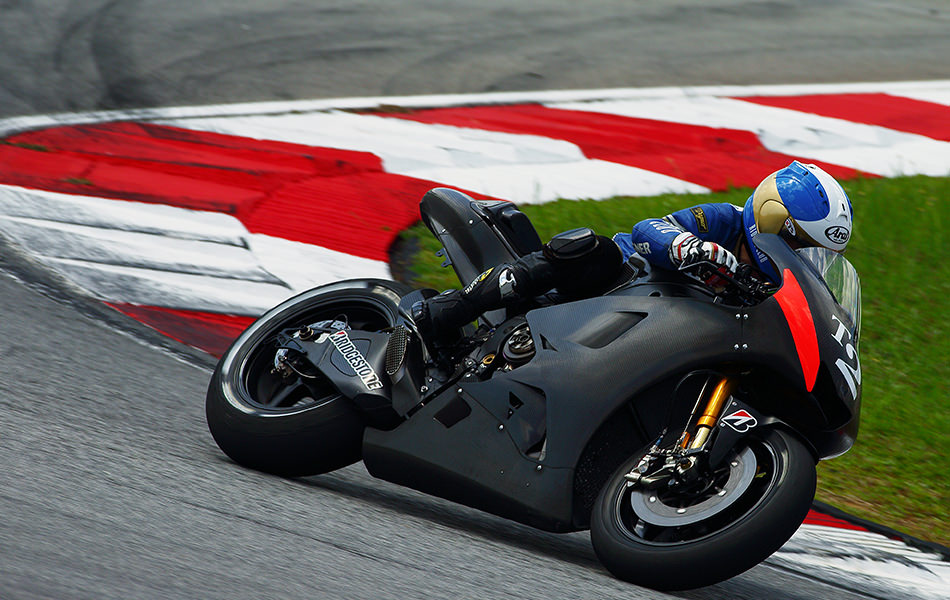 Vol  11 2015 YZR-M1 Test-ride Report: Getting to Know a MotoGP